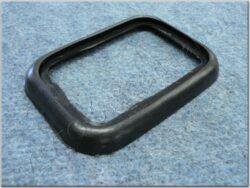 guma pod zadní plastovou lampu ( Panelka )
